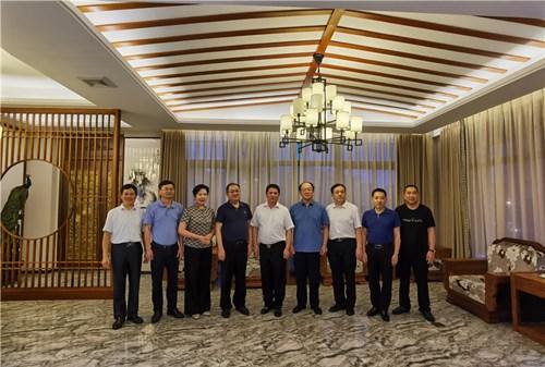 贵州省政协副主席、省工商联主席李汉宇率队考察乐虎国际娱乐APP贵州乐虎APP苹果安装并 出席在闽贵州籍企业家座谈会
